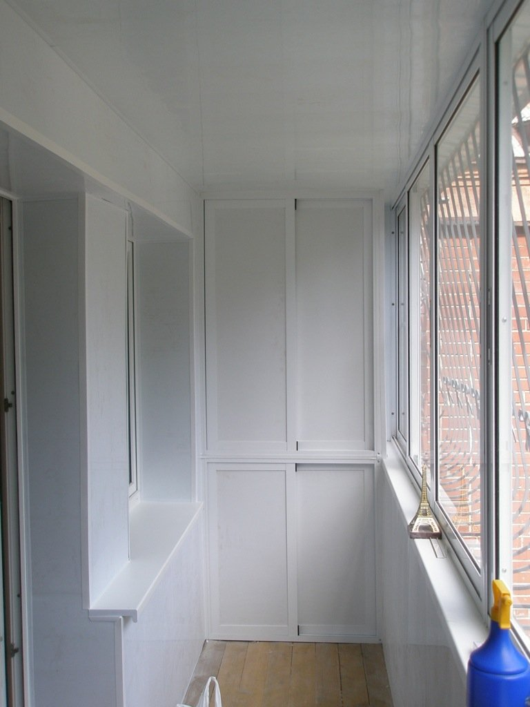 Алюминиевые двери для шкафа на балкон..